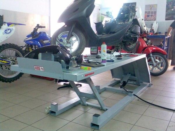 Пневматичний підіймач для мотоциклів