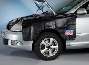 Защитная накидка на крыло автомобиля